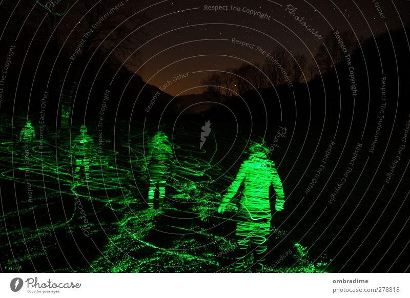 neonlights Mensch maskulin feminin Körper 4 Kunst Umwelt Natur Landschaft Nachthimmel Stern Horizont Baum stehen außergewöhnlich dunkel Zusammensein einzigartig