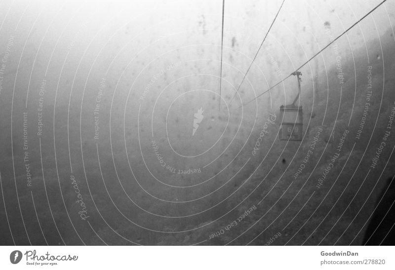 35mm? Umwelt Natur Klima Wetter Nebel Eis Frost Wald Hügel Berge u. Gebirge Schlucht Seilbahn außergewöhnlich frei hoch Stimmung Schwarzweißfoto Innenaufnahme