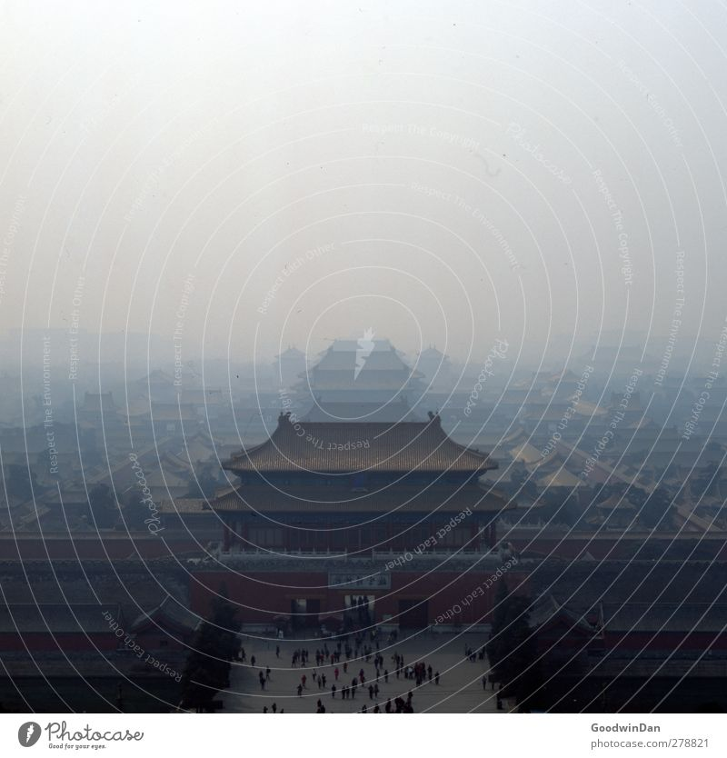 Forbidden. Himmel alt Stadt Umwelt dunkel Herbst Architektur Stimmung Wetter außergewöhnlich Klima Fassade Nebel ästhetisch Unendlichkeit Bauwerk