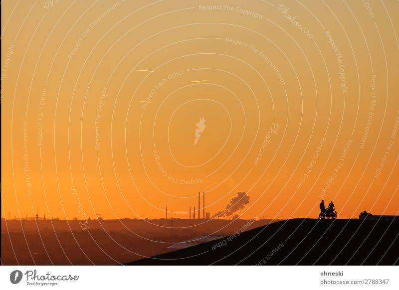 Rast Mensch Landschaft Ferne Lifestyle Erwachsene Wege & Pfade Freiheit Stimmung Ausflug Horizont Luft Abenteuer Team Urelemente Mobilität Umweltschutz