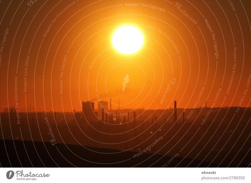Sundown in Ruhrvalley Stadt Umwelt Stimmung Luft Feuer Skyline Urelemente Umweltschutz Umweltverschmutzung Industrieanlage sparsam