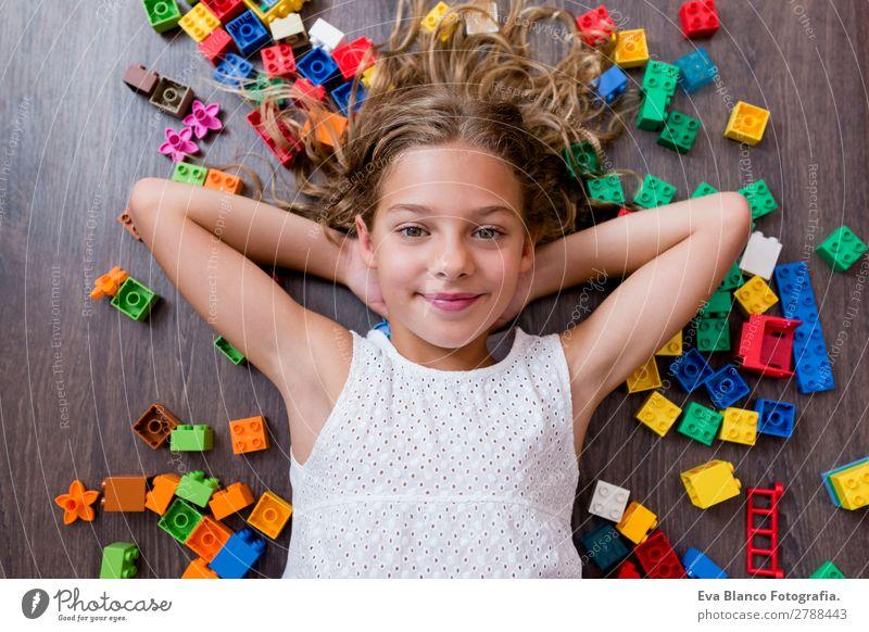 Porträt eines süßen, schönen Mädchens zu Hause Lifestyle Freude Freizeit & Hobby Spielen Kindergarten Schule Mensch feminin Baby Kleinkind Schwester Kindheit