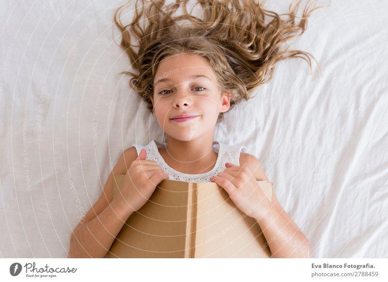 Kind Mensch schön grün weiß Haus Erholung Freude Mädchen Lifestyle feminin Familie & Verwandtschaft Schule Freizeit & Hobby hell blond