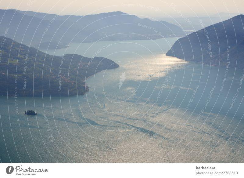 Blick auf den Iseosee Ferien & Urlaub & Reisen Ferne Natur Landschaft Urelemente Erde Luft Wasser Himmel Berge u. Gebirge Insel See Italien leuchten hell blau