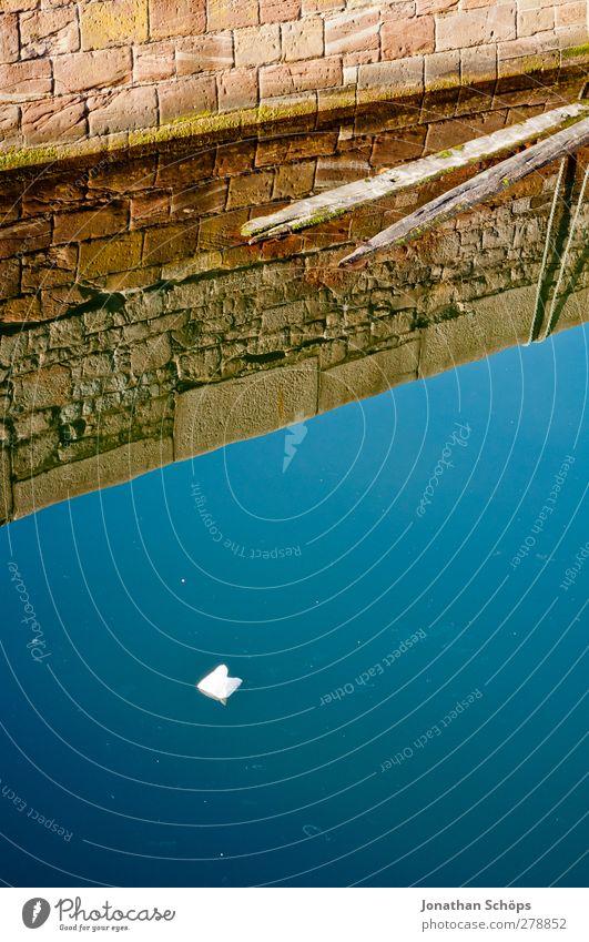 Liverpool Reflections II Hafen ästhetisch außergewöhnlich Wasseroberfläche Reflexion & Spiegelung Mauer blau braun Spiegelbild Täuschung reduziert Wasserbecken