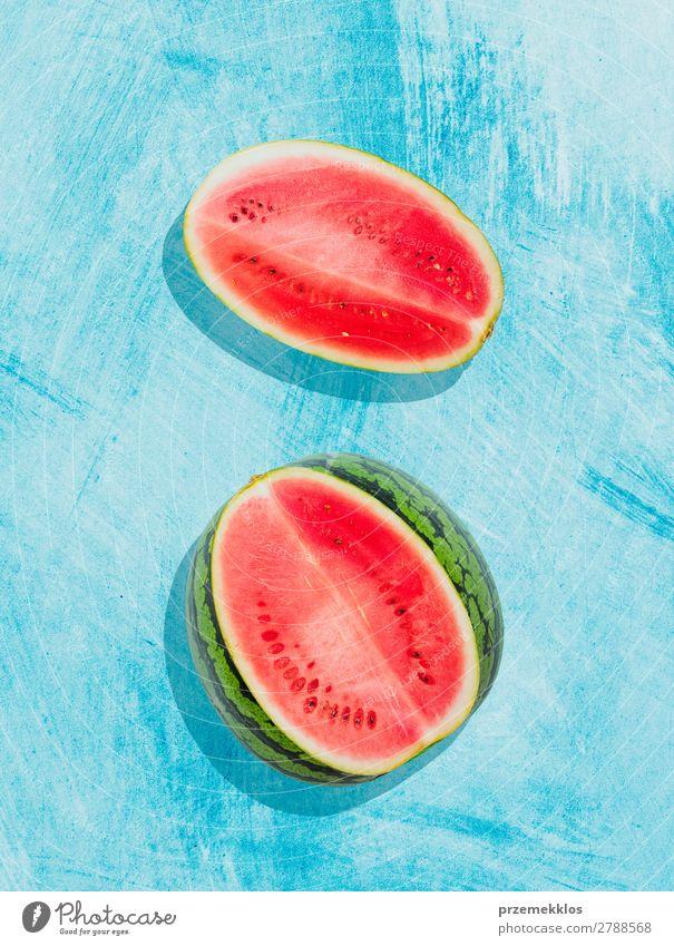 Stücke von Wassermelone auf Hintergrund in blau gemalt Frucht Ernährung Essen Vegetarische Ernährung Diät Sommer frisch lecker natürlich saftig Sauberkeit grün