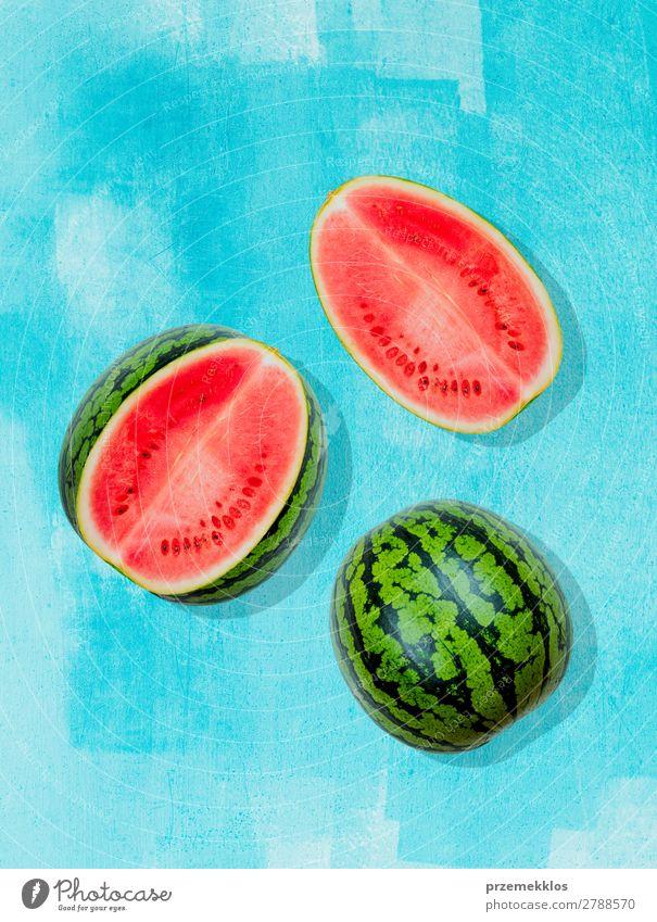 Stücke von Wassermelone auf Hintergrund in blau gemalt Frucht Ernährung Essen Vegetarische Ernährung Diät Sommer frisch hell lecker natürlich saftig Sauberkeit