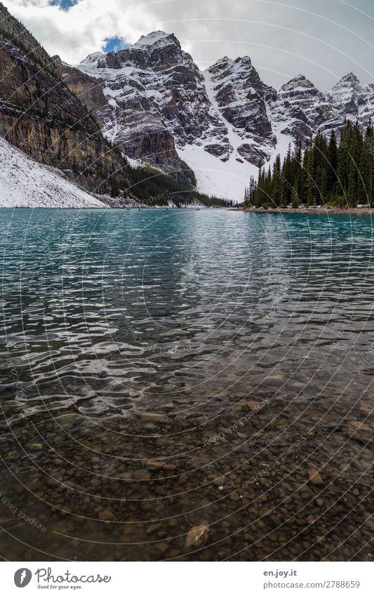 erfrischend Ferien & Urlaub & Reisen Tourismus Ausflug Schnee Berge u. Gebirge Natur Landschaft Wolken Herbst Wald Felsen Schneebedeckte Gipfel Seeufer