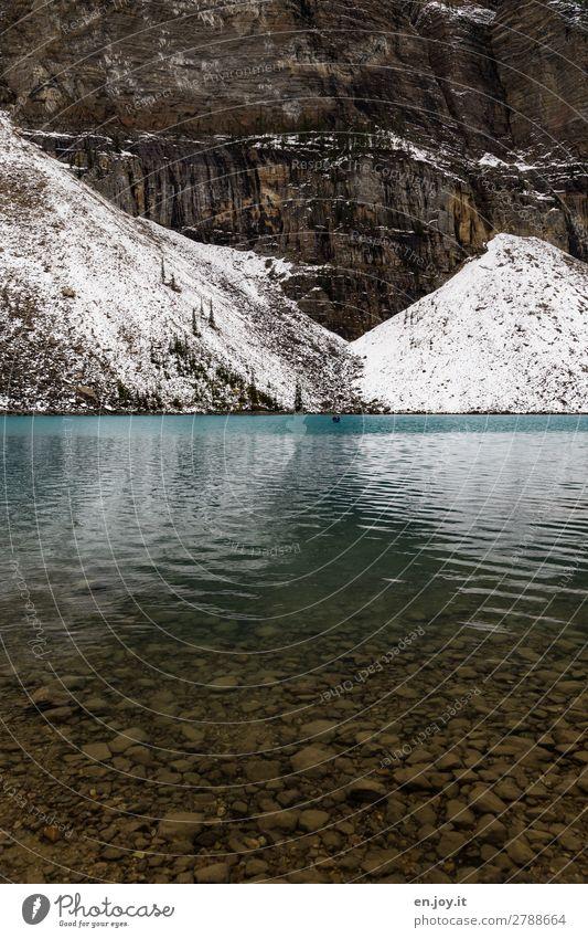 begrenzt Ferien & Urlaub & Reisen Tourismus Ausflug Abenteuer Natur Landschaft Schnee Felsen Berge u. Gebirge Seeufer Moraine Lake Bootsfahrt Ruderboot Kanu