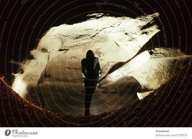 katzenauge Mensch Frau Jugendliche Einsamkeit Blatt Erwachsene feminin Junge Frau Herbst träumen Angst leuchten beobachten Neugier fantastisch Schweiz