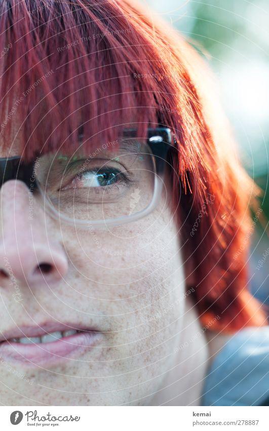 Amused Mensch Frau rot Erwachsene Auge feminin Leben Gefühle Haare & Frisuren Kopf Mund Fröhlichkeit Coolness Lächeln Brille Zähne