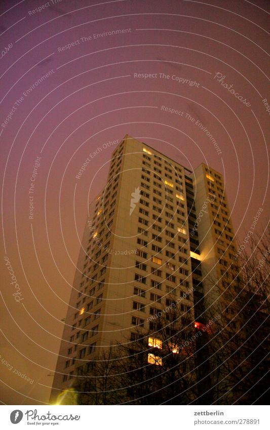 Hochhaus Stadt Hauptstadt Stadtzentrum Haus Traumhaus Bauwerk Gebäude Architektur Mauer Wand Fassade Fenster gut schön Gefühle Etage Nachtstimmung Beleuchtung
