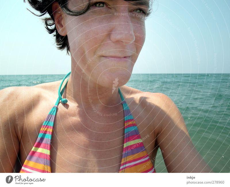 SOMMER Mensch Frau Wasser Ferien & Urlaub & Reisen Sommer Sonne Meer Freude Erwachsene Gesicht Leben Wärme Horizont Schwimmen & Baden Freizeit & Hobby