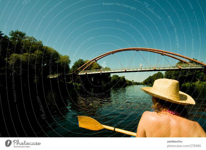 Brücke Freizeit & Hobby Ferien & Urlaub & Reisen Ausflug Abenteuer Sommer Sport feminin Frau Erwachsene Kopf Rücken 1 Mensch 45-60 Jahre Wasser See Fluss