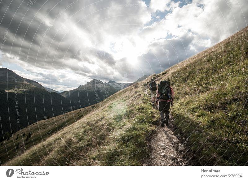 Out. Mensch Himmel Natur Ferien & Urlaub & Reisen grün Sommer Einsamkeit Wolken Erholung Landschaft Berge u. Gebirge Bewegung Wege & Pfade Freiheit grau Freundschaft