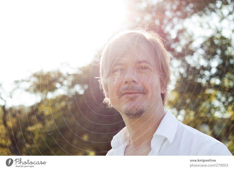 quoten-gegenlichtmädchen Ferien & Urlaub & Reisen Sommerurlaub maskulin Junger Mann Jugendliche Erwachsene 1 Mensch 30-45 Jahre Schönes Wetter Baum Hemd blond