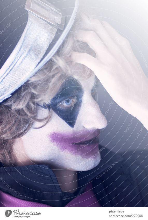 Gedanken eines Clowns Mensch Mann Jugendliche Erwachsene Gesicht Traurigkeit Denken Junger Mann träumen 18-30 Jahre blond maskulin nachdenklich Hut Locken gruselig