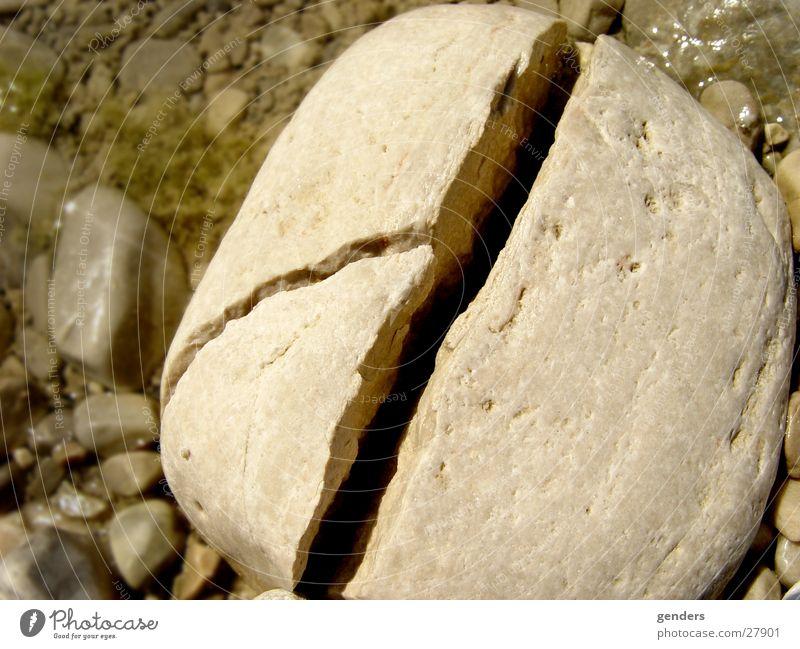 aufbruch Stein 3 kaputt Teile u. Stücke Konflikt & Streit Teilung gebrochen tief Riss Hälfte Spalte Haarschnitt Splitter gerissen gesplittert