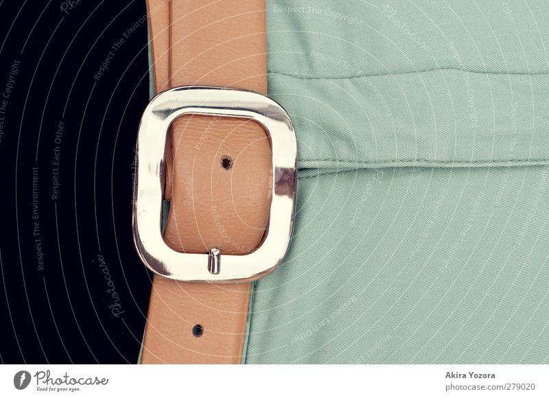 Dreiteiler Mode Bekleidung Stoff Leder Gürtel Metall tragen braun grün schwarz silber Sicherheit Farbfoto Gedeckte Farben Nahaufnahme Detailaufnahme