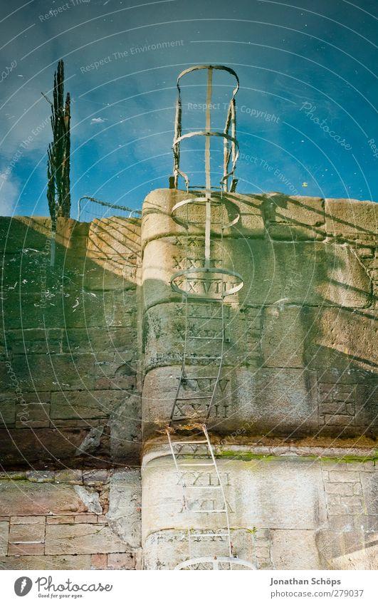 Liverpool Reflections IV Hafen Wasseroberfläche Leiter Einstieg (Leiter ins Wasser) Spiegelbild Reflexion & Spiegelung Mauer Steinmauer verkehrt Irritation