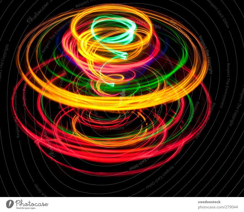 Kreiselnde Lichtkuppel Spirale spinnen hell gelb grün rot schwarz Farbe Spur kreisen farbenfroh glühend auffallend Bewegungsunschärfe Drehung rotieren rotierend