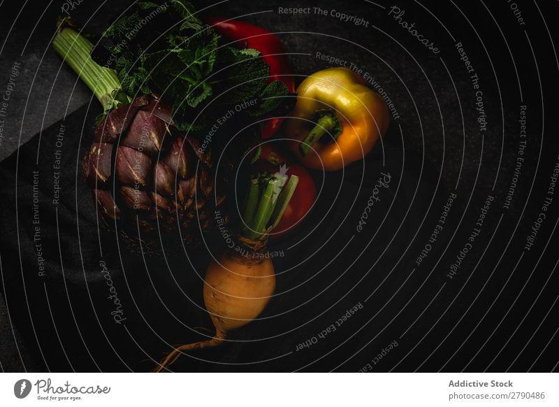 Mischung aus frischem Gemüse Lebensmittel Entzug Hintergrundbild Apfel Tomate Artischocke Minze