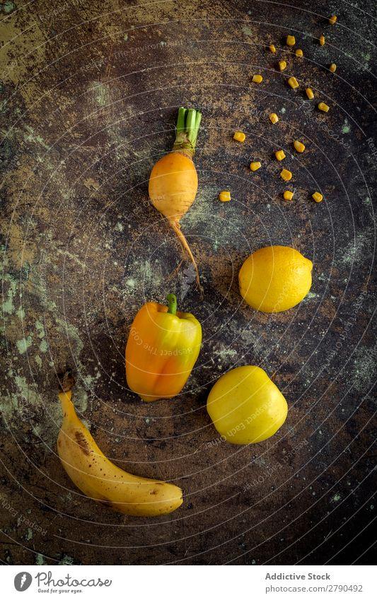 Mischung aus Obst und Gemüse in gelber Farbe Lebensmittel Entzug Zitrone Banane Apfel Pfeffer Hintergrundbild