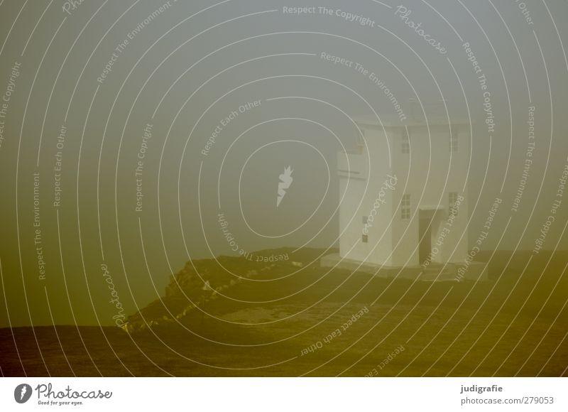 Island Natur Landschaft Umwelt dunkel kalt Küste Stimmung Klima Nebel bedrohlich Bauwerk Leuchtturm schlechtes Wetter