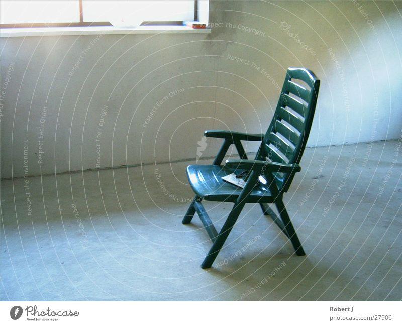 Verirrter Gartenstuhl grün Sommer Dinge Stuhl Licht und Schattenspiel