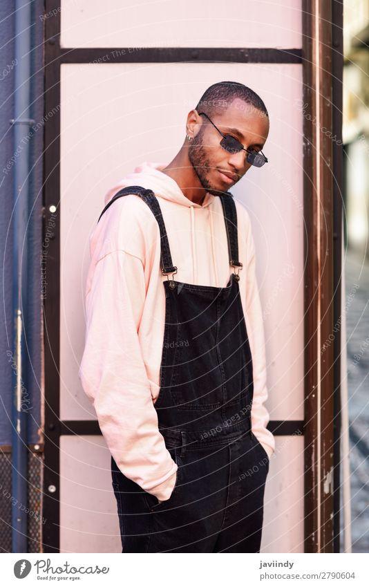 Mensch Jugendliche Mann schön Junger Mann schwarz 18-30 Jahre Straße Lifestyle Erwachsene Mode maskulin modern stehen Bekleidung Coolness