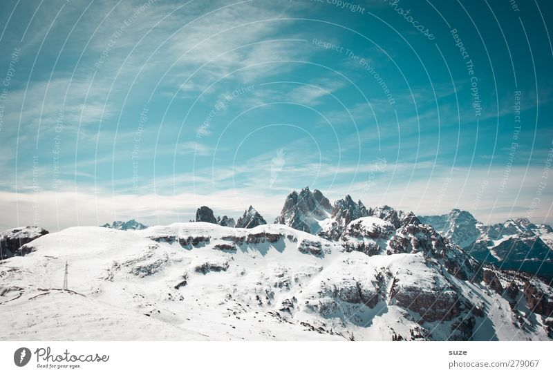 Übern Berg Himmel Natur blau Ferien & Urlaub & Reisen Wolken Landschaft Umwelt Berge u. Gebirge Schnee Frühling Felsen außergewöhnlich Klima groß Urelemente