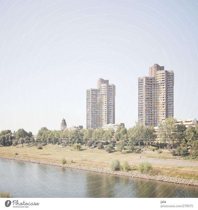 monnem Natur Himmel Pflanze Baum Gras Sträucher Wiese Flussufer Stadt Haus Hochhaus Bauwerk Gebäude Architektur natürlich Farbfoto Außenaufnahme Menschenleer