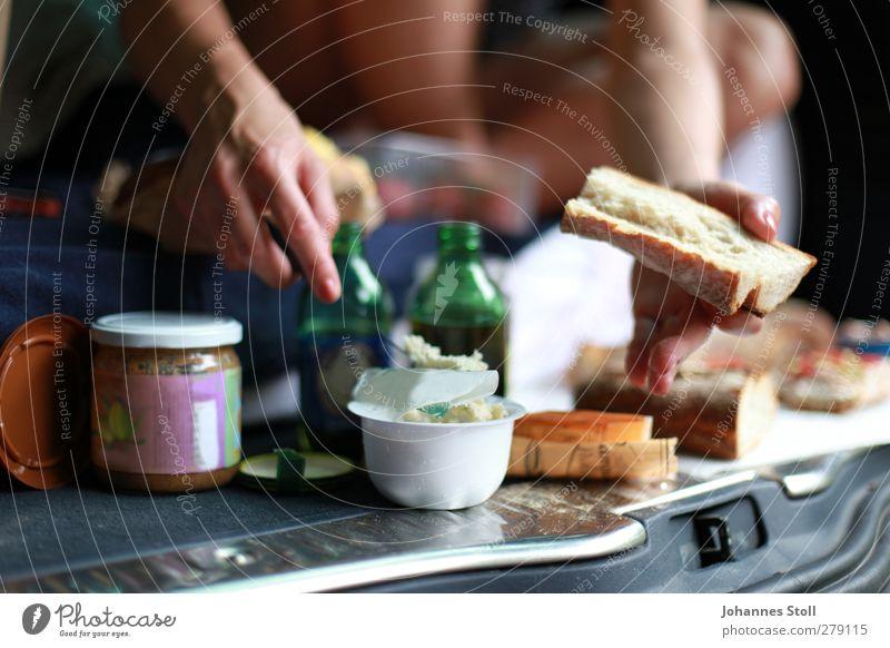 Heckklappen-Picknick Mensch Jugendliche Ferien & Urlaub & Reisen Hand Freude Erwachsene feminin Junge Frau Freiheit Essen PKW 18-30 Jahre Lebensmittel frei