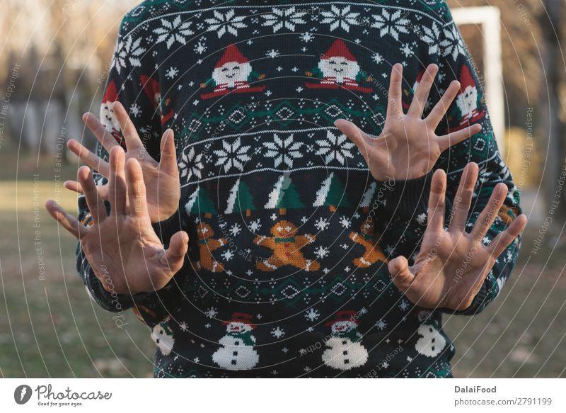 Paar Hände zu Weihnachten Lifestyle Glück schön Sonne Winter Feste & Feiern Frau Erwachsene Familie & Verwandtschaft Hand Wald Handschuhe Herz Liebe niedlich