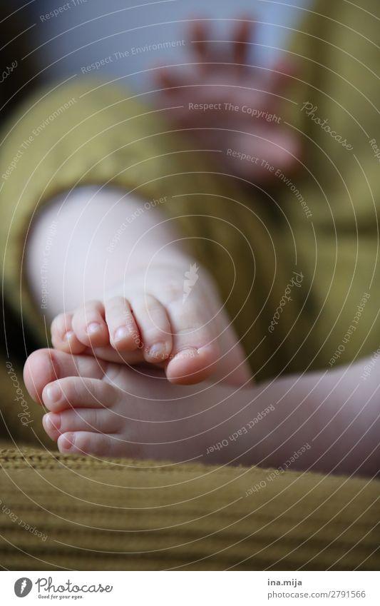 Kleine Füße Kindererziehung Bildung Kindergarten Mensch Baby Kleinkind Mädchen Junge Familie & Verwandtschaft Kindheit Leben Kinderfuß 1 0-12 Monate 1-3 Jahre