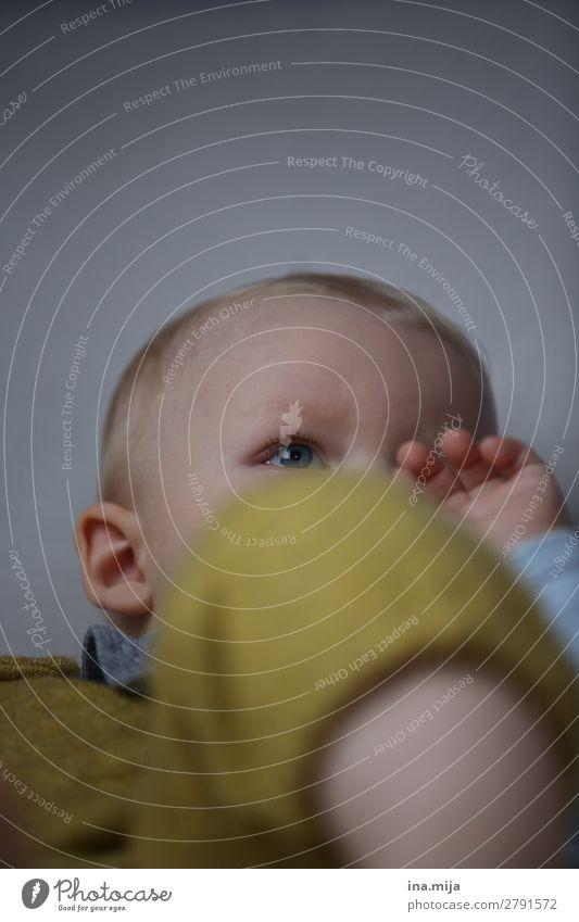 Augeblick Kind Mensch Leben Traurigkeit Familie & Verwandtschaft Junge klein Denken Kindheit Baby warten niedlich beobachten Kindheitserinnerung Bildung