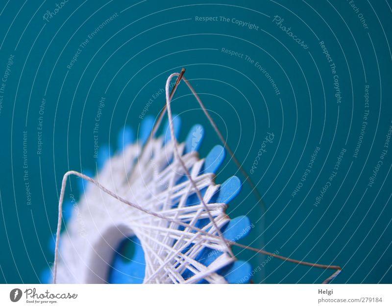 erste Hilfe... Nähgarn Nadel Kunststoff Arbeit & Erwerbstätigkeit hängen authentisch dünn lang blau grau weiß Sicherheit ästhetisch einzigartig