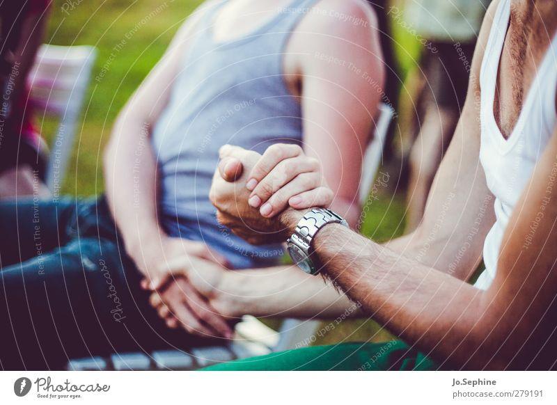 echte Männerfreundschaft Mensch Jugendliche Hand Erwachsene Gefühle Junger Mann Freundschaft 18-30 Jahre Zusammensein maskulin Team festhalten Vertrauen Fürsorge Treue Hände schütteln