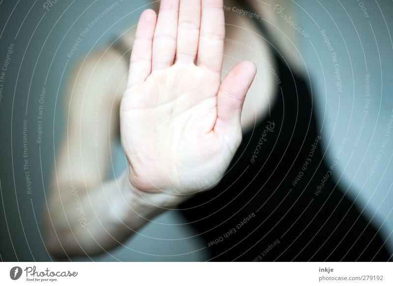STOPPT die Finalisierungswelle!! Mensch Frau Hand Erwachsene Sport Gefühle Stimmung Körper stehen Kommunizieren Fitness stoppen sportlich Mut Konflikt & Streit