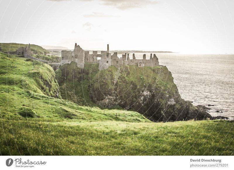 Dunluce Castle Himmel alt Ferien & Urlaub & Reisen grün weiß Sommer Meer schwarz gelb Wand Herbst Gras Frühling Küste grau Mauer