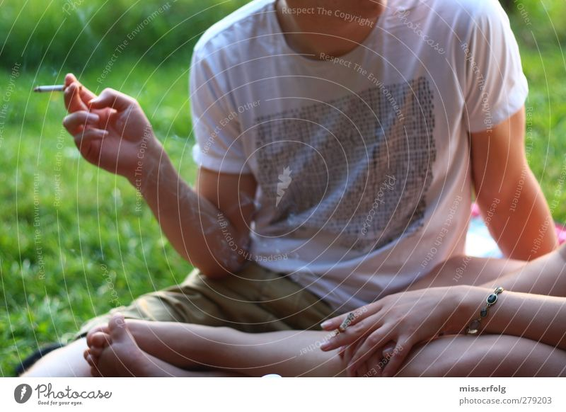 Nichtraucherbild! Lifestyle Freude Rauschmittel maskulin Junge Frau Jugendliche Junger Mann Erwachsene Hand 2 Mensch 18-30 Jahre lachen Liebe Rauchen träumen