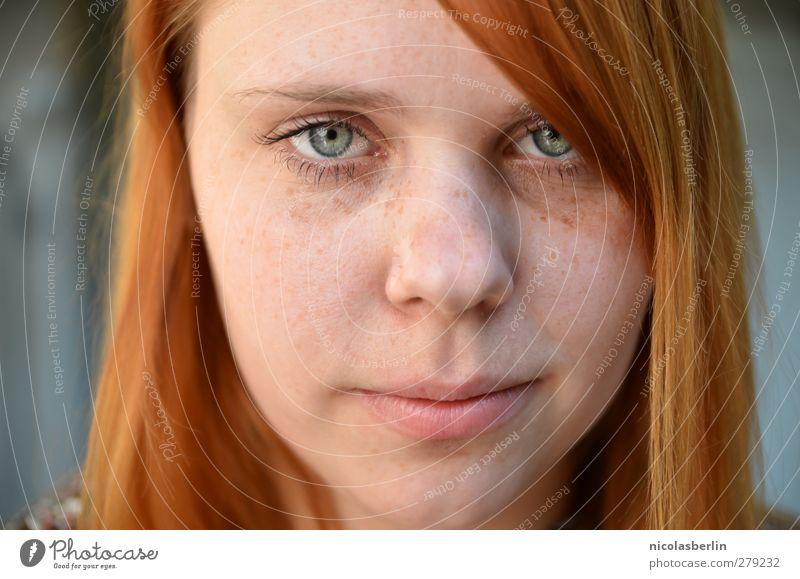 all i need is all i got. schön Haare & Frisuren Gesicht ruhig feminin Junge Frau Jugendliche Erwachsene 1 Mensch 18-30 Jahre rothaarig langhaarig beobachten