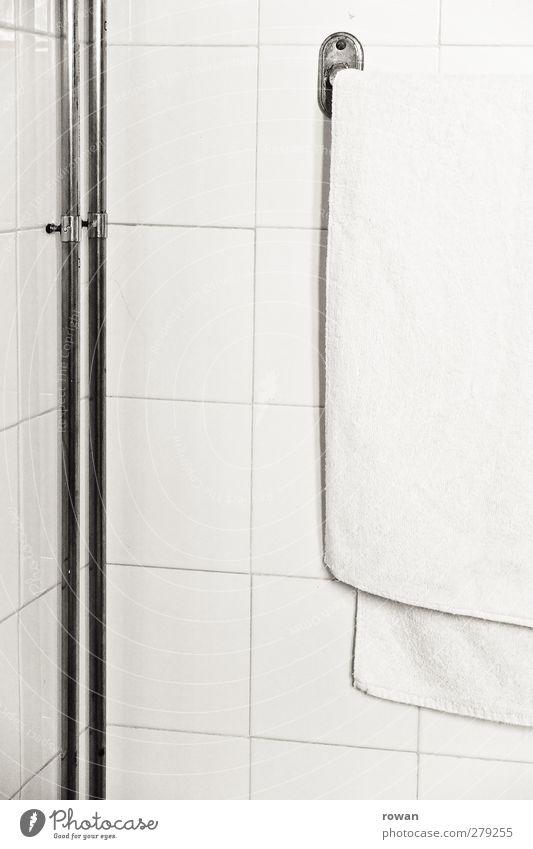 bad weiß Haus Wand Architektur Mauer Gebäude Schwimmen & Baden Wohnung Häusliches Leben Sauberkeit trocken Fliesen u. Kacheln Eisenrohr trocknen Handtuch