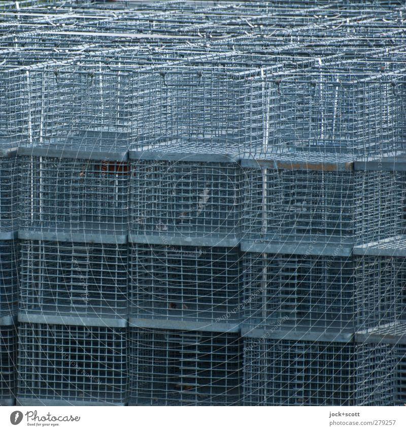 drahtig im Ouadrat Lagerplatz Güterverkehr & Logistik Kasten Sammlung Metall Linie Netzwerk liegen dünn eckig einfach oben viele grau Sicherheit Schutz
