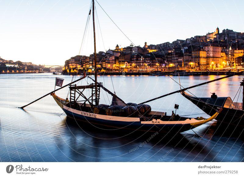 Portweinschiff im Douro in Porto in Portugal Ferien & Urlaub & Reisen Sommer Gefühle Wasserfahrzeug Stimmung Tourismus Ausflug Hafen Schifffahrt Lebensfreude