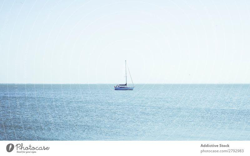 Boot zwischen den Wellen auf der Wasseroberfläche Wasserfahrzeug winken Oberfläche Niederlande platschen fliegend Meer Sonnenstrahlen Wetter winkend natürlich