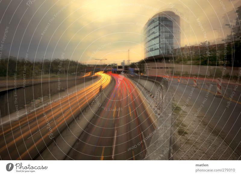 S-Bahn Stadt Hauptstadt Menschenleer Haus Hochhaus Gebäude Mauer Wand Sehenswürdigkeit Verkehrswege Straßenverkehr Autofahren Straßenkreuzung Wege & Pfade