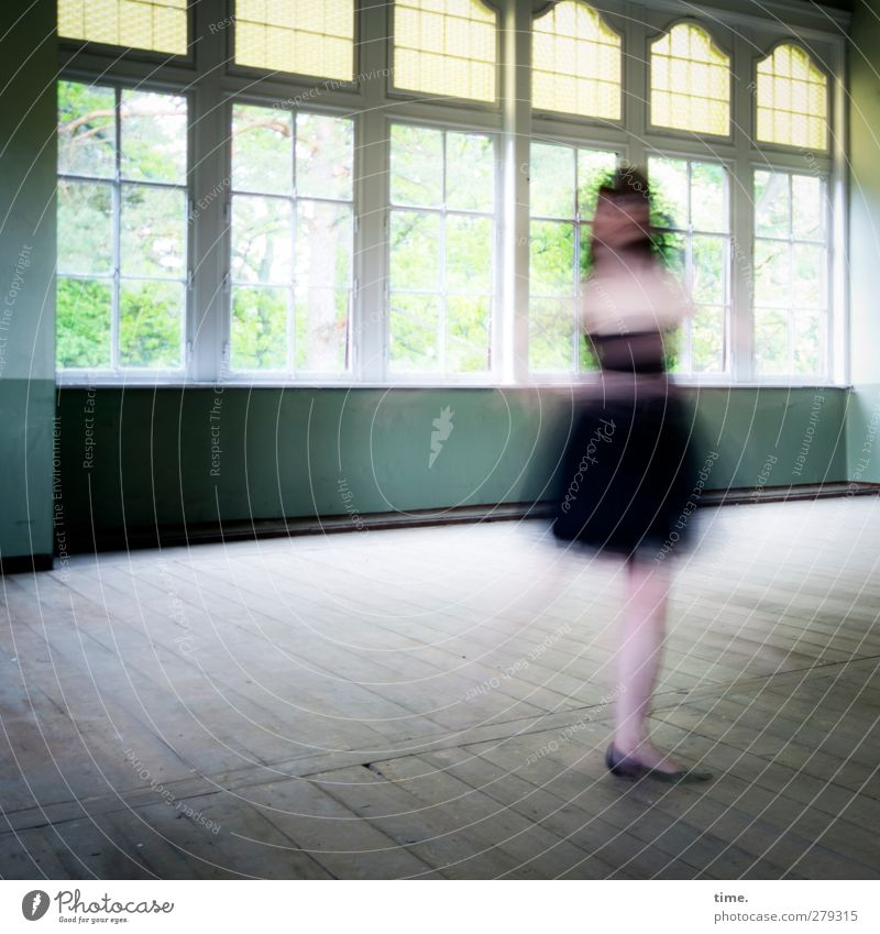 Unfinished Ballroom Story (VI) Mensch Fenster feminin Bewegung Zeit Tanzen Kraft elegant frei Geschwindigkeit Wandel & Veränderung historisch Lebensfreude drehen Halle Tänzer