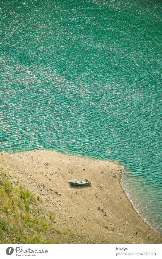Gestrandet Schönes Wetter Wellen Seeufer Strand Lago di Valvestina Ruderboot authentisch klein nass Originalität Wärme gelb türkis ruhig Einsamkeit Klima Krise
