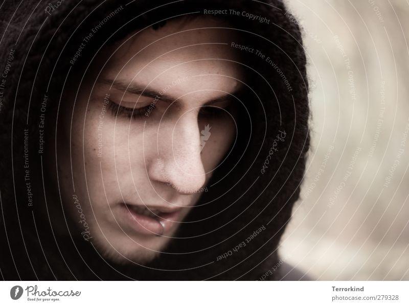 turn.my.shell.upside.down. Mann feminin Nase Gesicht Auge Mund Kapuze Winter Blick nach unten Gesichtsausdruck Gesichtsausschnitt Anschnitt Bildausschnitt